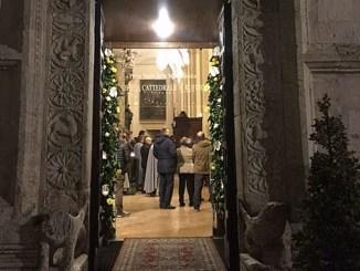"""Aperta Porta San Rufino """"Abbiamo tutti bisogno di perdono"""" Non è folklore, non è una domenica in più sul calendario, una festa in piazza, ma un momento storico"""