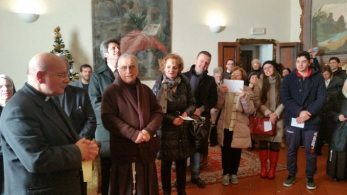 Monsignor Sorrentino pranza con i poveri