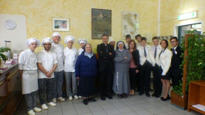 """Istituto alberghiero di Assisi, concluso percorso: """"Testimoni di dignità"""""""