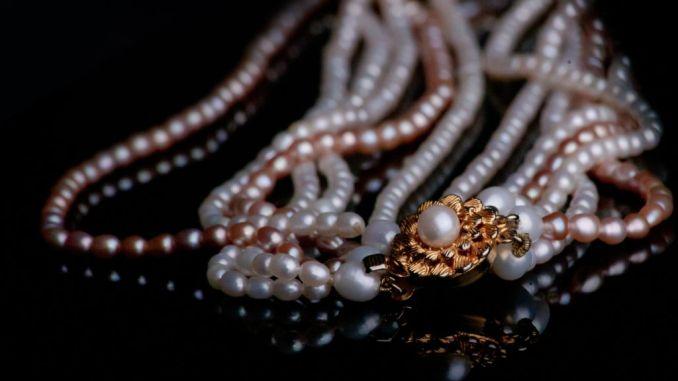 La perla nella letteratura, religione ed arte, con Vera Bazzoffia
