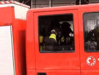 Incendio ad Assisi vicino al Lyrick, paura per delle bombole a gas