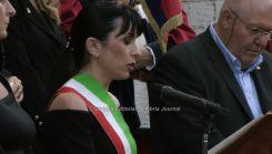 Stefania Proietti con fascia da sindaco (1)