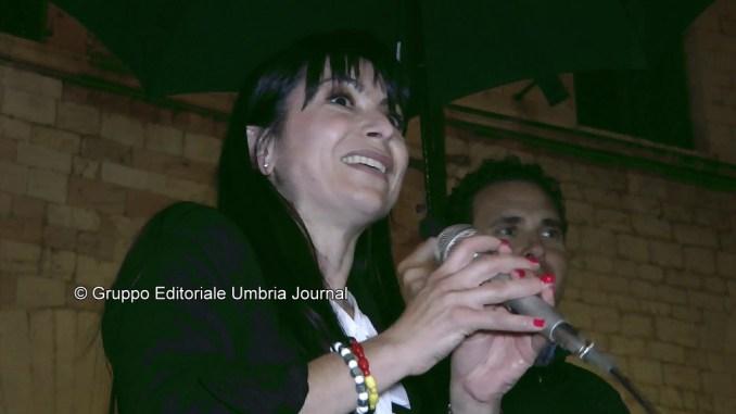 Stefania Proietti sindaco, primo discorso in piazza del Comune ad Assisi