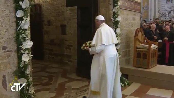 Visita Papa Francesco ad Assisi, Pontefice è arrivato in Basilica