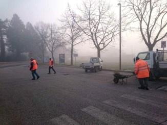 Profughi al lavoro per piccoli interventi manutenzione strade Assisi