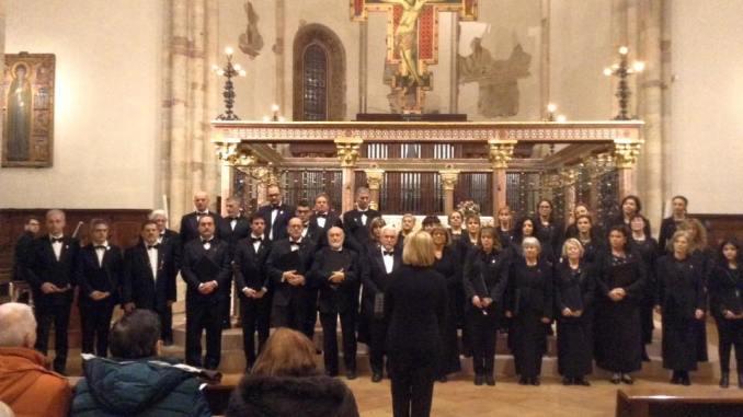 Concerto di Natale dei Cantori di Assisi, successo a Santa Chiara