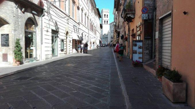 Assisi, chi predica bene razzola male, anzi per precisione razzolava