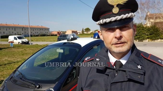 Si accascia a terra, carabinieri Assisi salvano anziana