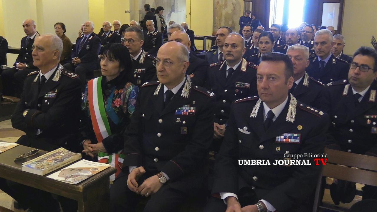 Stefania proietti e i militari dei carabinieri