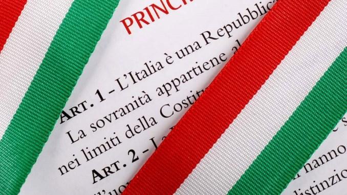 Copia della Costituzione, oggi la consegna a 254 neodiciottenni
