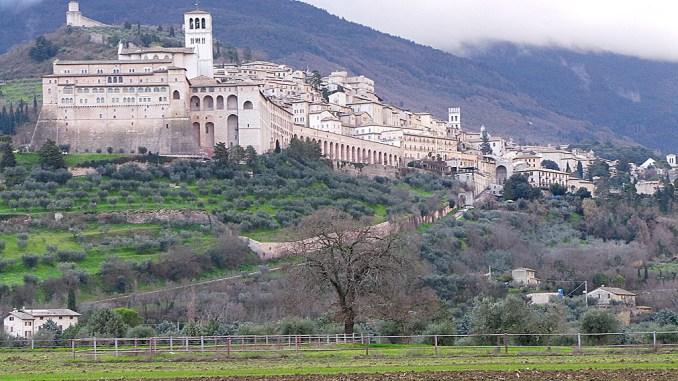 Assisi, nuove reti acqua, gas e fognature nelle frazioni