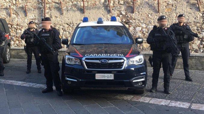 Ubriachi alla guida e imbottiti di droga, Carabinieri di Assisi trovano di tutto