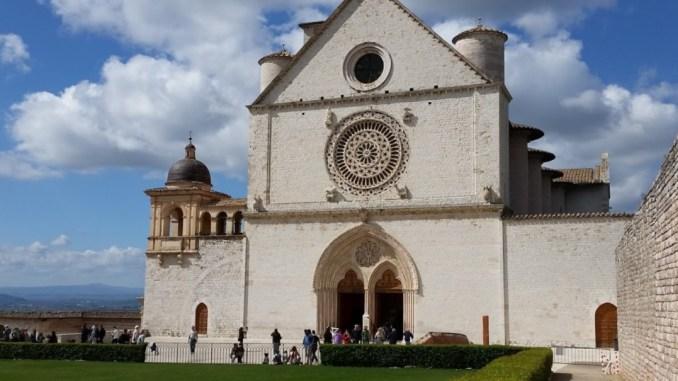 Religione, ad Assisi nessuno escluso, le differenze al Cortile di Francesco