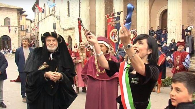 Calendimaggio Assisi 2018, consegnate le Chiavi al Maestro de Campo