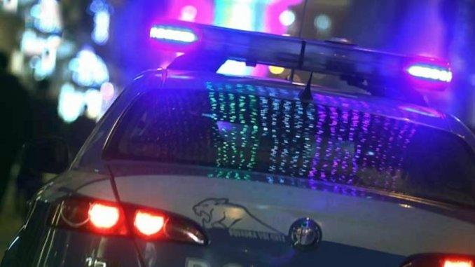 Ubriaco, nudo e violento, semina panico nella notte, ha aggredito poliziotto