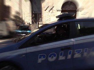 Tenta di rubare offerte in chiesa, bloccato da un frate e denunciato
