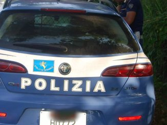 Rubava all'interno di auto in sosta, 37enne denunciato dalla polizia ad Assisi