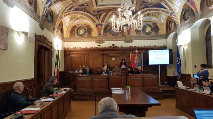 Consiglio comunale aperto su ospedale, approvata mozione all'unanimità