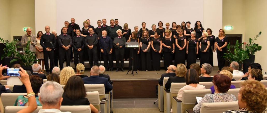 Assessore Paggi con i Cantori di Assisi e il Punto Rosa