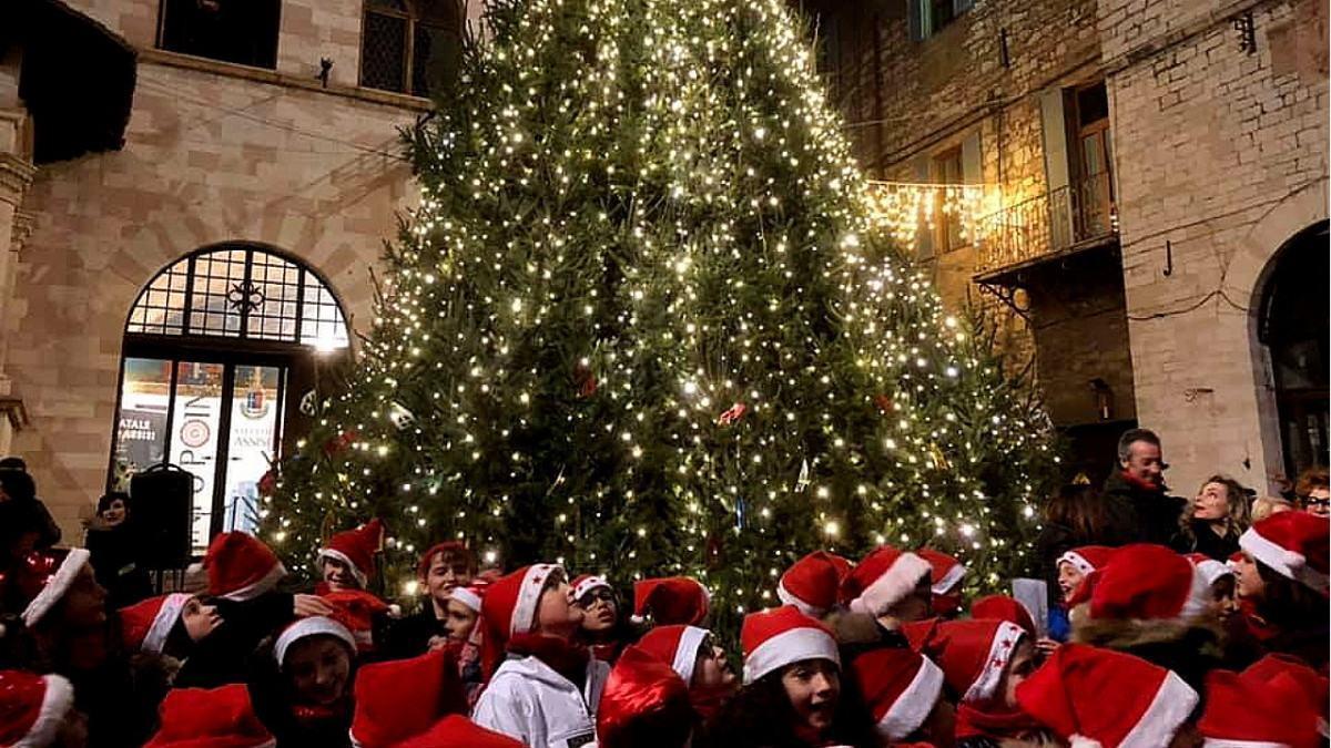 Frati Assisi, Natale di speranza e pace vissuto con sorella sobrietà
