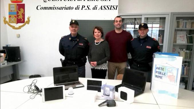 Polizia di Assisi ritrova computer rubati a scuola e li ridà agli studenti