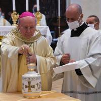 Messa crismale celebrata nella cattedrale di San Rufino ad Assisi