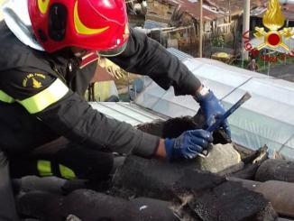 Cade fulmine su una casa, a fuoco parte della cucina a Capodacqua di Assisi