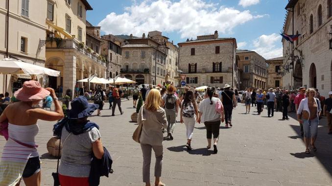 Boom di turisti ad Assisi, incoraggiante per l'economia della Città