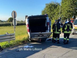 Incidente tra Rivotorto e Capodacqua, scontro tra due auto, una si ribalta