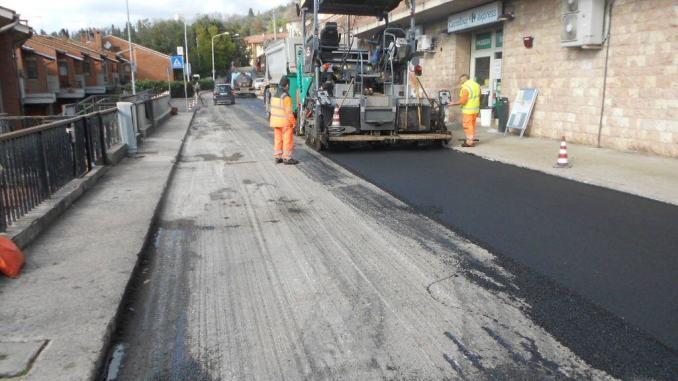 Lavori di asfaltatura nella zona Ivancich e nelle frazioni