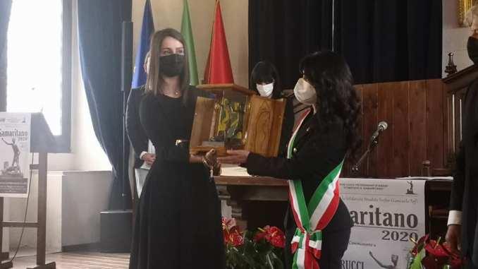 Il Samaritano a Chiara Silvestrucci, la ragazza premiata ieri dalla Pro loco