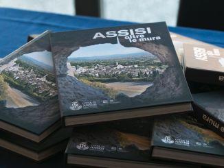 """Al teatro Lyrick presentato il libro """"Assisi oltre le mura"""""""
