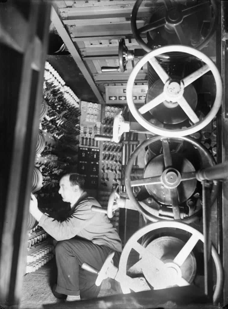 Théâtre Pigalle Paris 1929 - Jeux d'orgue & éclairagiste - Krull, Germaine Photographe