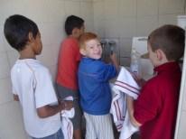 Camp Super-Sympa 2014 - Les garçons à la vaisselle