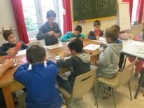 Atelier de mosaïques avec Jean-Yves, le nouveau venu dans l'équipe d'animation.