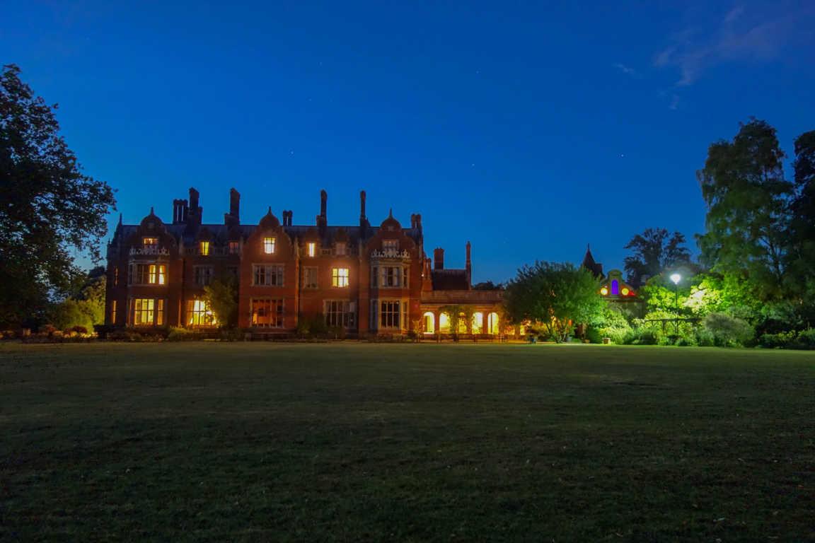 La miglior scuola per Medium al mondo in un castello più bello di Hogwarts!