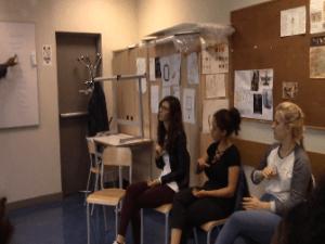 Intervention d'une association qui enseigne la LSF (langue des signes française) à nos élèves
