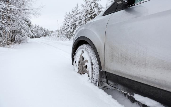 Chutes de neige : la garantie assistance de l'assurance auto en cas de panne ou d'accident