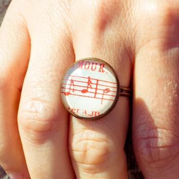 Bague partition ancienne notes rouges amour
