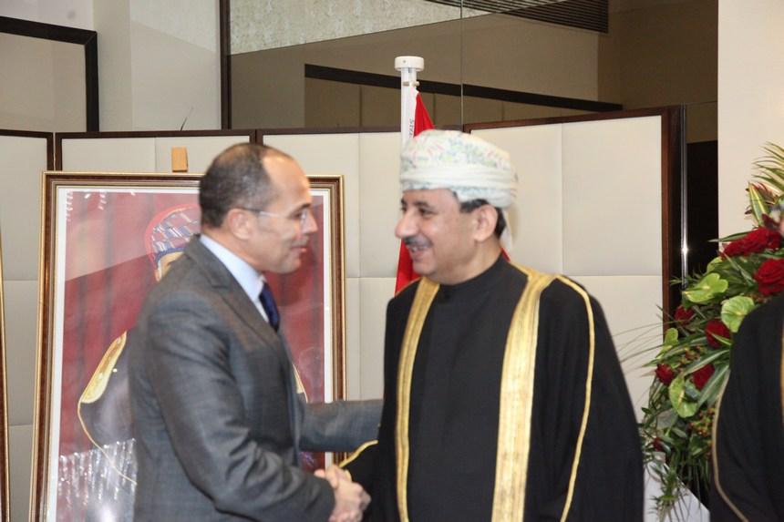 السفير العُماني يستقبل عثمان بحنين