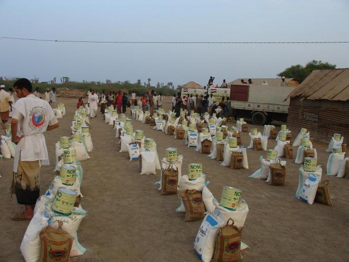 نموذج من المواد الغذائية والأدوية الى فقراء اليمن: الوضع خطير جداً