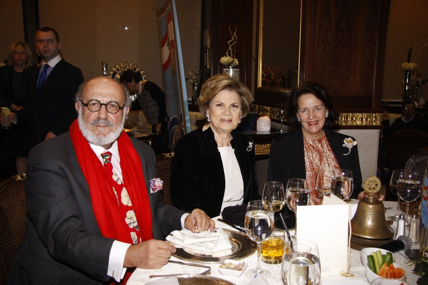 منى الهراوي تحاضر في عشاء الروتاري في بيروت