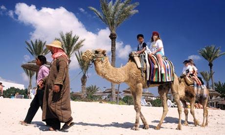 تراجع إيرادات السياحة التونسية في العام 2015