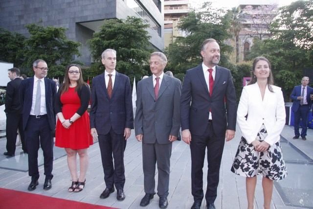 السفيرة كريستينا لاسن وأعضاء السفارة