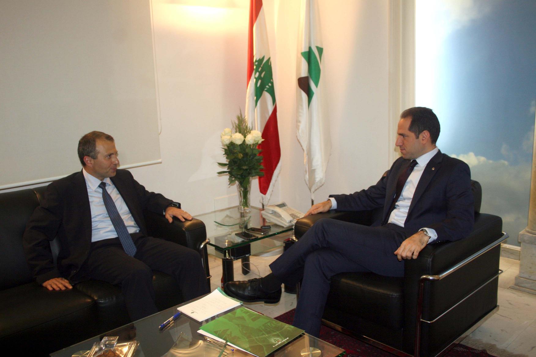 زعماء لبنان الجدد يسعون إلى تعزيز قبضتهم على السلطة