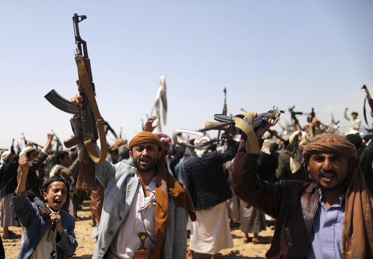 الحوثيون وإيران: تحالفات السياسة وتوتّرات المذهب