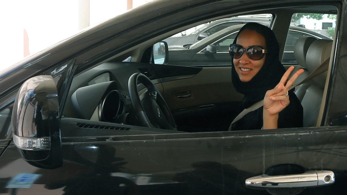 المرأة السعودية بين المقاومة عبر الإنترنت والحقائق المادية الجديدة