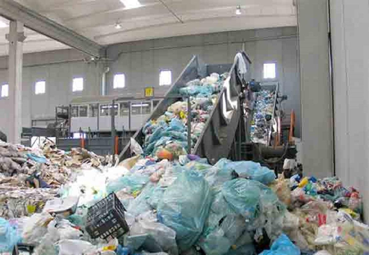 الجزائر تُرَكِّز على تحسين البيئة وإدارة النفايات
