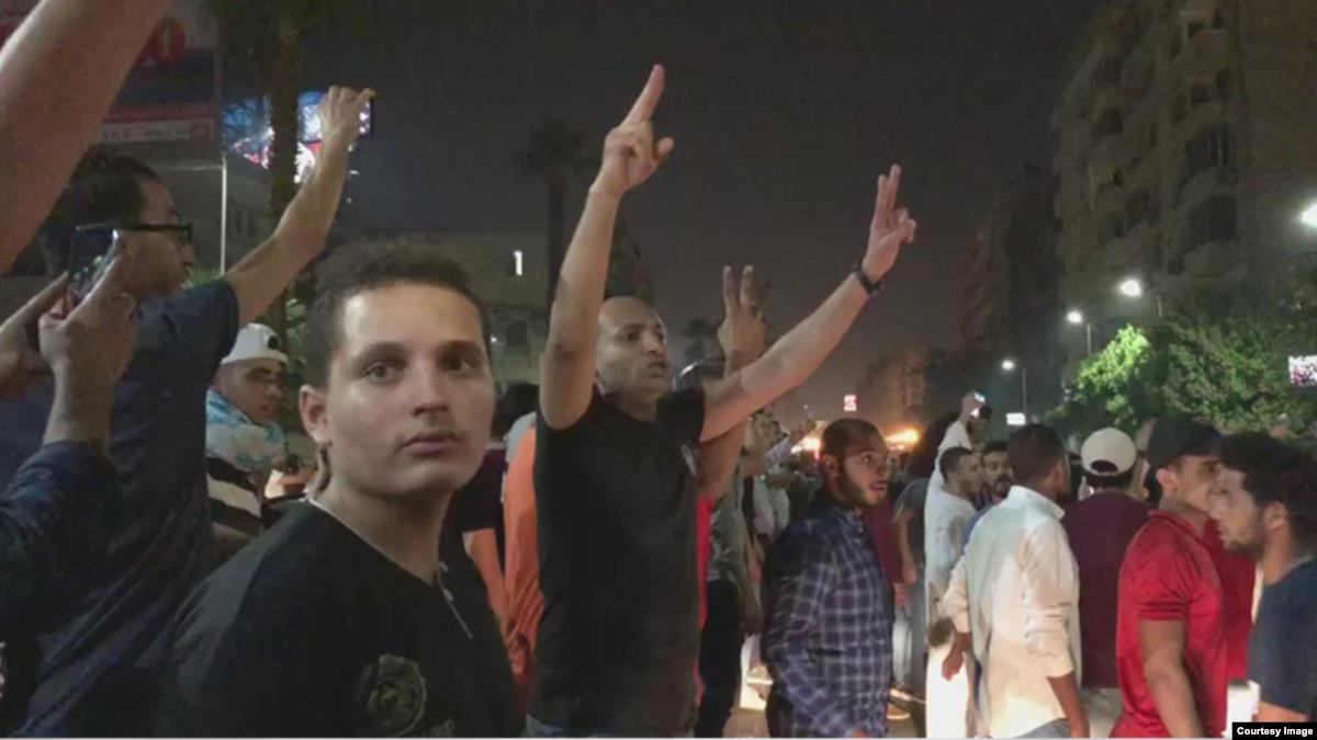 السيسي في مصر زعيمٌ إستبداديّ قويّ وواثق لكن ليسَ من دونِ نقاطِ ضعف!