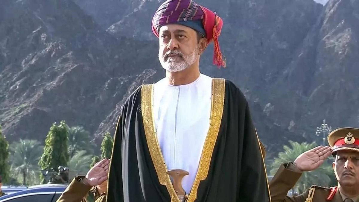 بعد عامٍ على رحيل السلطان قابوس، عُمان تشهد استمراريةً وتغييراً